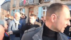 Gif avec les tags : Valls,baston,fight,garde du corps