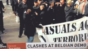 Gif avec les tags : bruxelles,coup de poing,fight,gauchiste,hipster,manif,patate